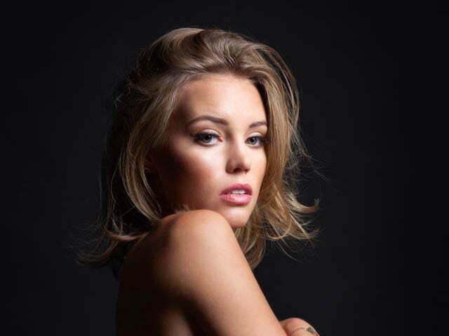 zdjęcie pięknej dziewczyny w studio